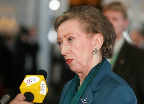 Bremen, GERMANY: Britain's Foreign secretary Margaret Beckett speaks to journalists after posing for the Family Photo prior the second working session of the EU Foreign ministers informal meeting 31 March 2007 at the Park Hotel in Bremen.