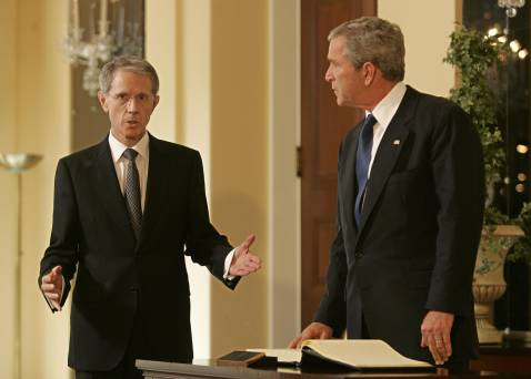 Washington, UNITED STATES: British Ambassador Sir David Manning (L) speaks with US President George W. Bush (R) after Bush signed a book of condolences 08 July 2005 at the British Embassy in Washington, DC.