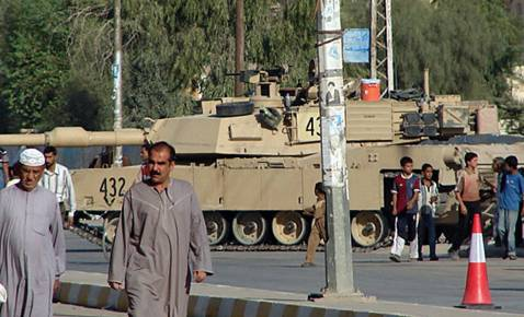 US tanks in Diwaniya, September 2006.