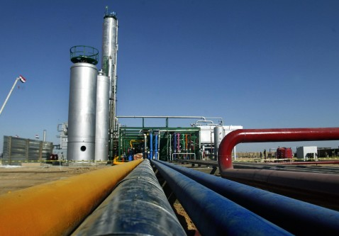 NAJAF, IRAQ: A general view of the new oil refinery built near the Shiite shrine city of Najaf, south of Baghdad, 07 October 2006.