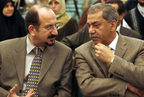 Safa al-Safi (L) speaks with MP Mithal al-Alusi in 2006.