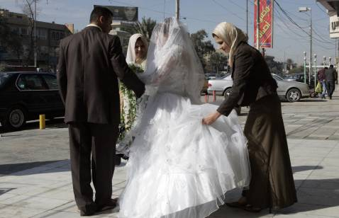 Baghdad, IRAQ: An Iraqi bride prepares to go to her wedding party in Baghdad 04 January 2007.