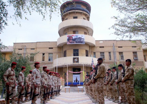Iraqi (L) and British (R) soldiers stand at attention at the entrance of Shatt al-Arab Hotel base during a handover ceremony in the southern Iraqi city of Basra, 08 April 2007.