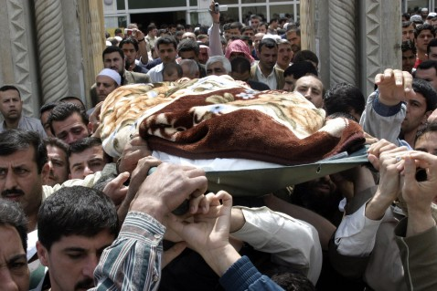 Mosul, IRAQ: Iraqis carry the body of Iraqi Muslim Sunni Scholars Association member Sheikh Mohammed Abdelhamid al-Nuaimi during his funeral in the city of Mosul, north of Baghdad, 13 April 2007.