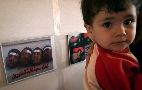 Karbala, IRAQ: An Iraqi displaced child from the restive province of Diyala attends with his parents 25 April 2007, a photo exhibition organized by the province's displaced residents in the holy city of Karbala, central Iraq.