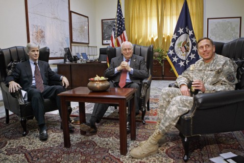 Baghdad, IRAQ: US Vice President Dick Cheney (C) meets with Gen. David Petraeus (R), commander of US forces in Iraq and US ambassador to Iraq, Ryan Crocker (L), at the US embassy in Baghdad, 09 May 2007.