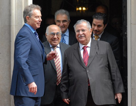 London, UNITED KINGDOM: British Prime Minister Tony Blair (L) bids farewell to Iraq's President Jalal Talabani (2nd R) and members of his delegation after a meeting at 10 Downing Street in London, 11 May 2007.