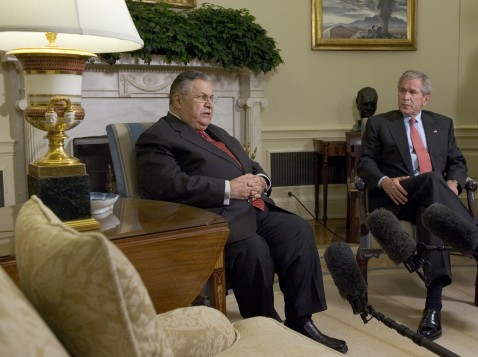 Washington, UNITED STATES: US President George W. Bush (R) meets with the President of Iraq, Jalal Talabani, (L) in the Oval Office at the White House in Washington, DC, 31 May 2007.