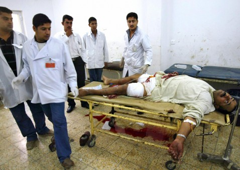 Kirkuk, IRAQ: Iraqi medics look at the body of a wounded man who died during treatment at a hospital in the oil rich city of Kirkuk, north of Baghdad, 05 July 2007.