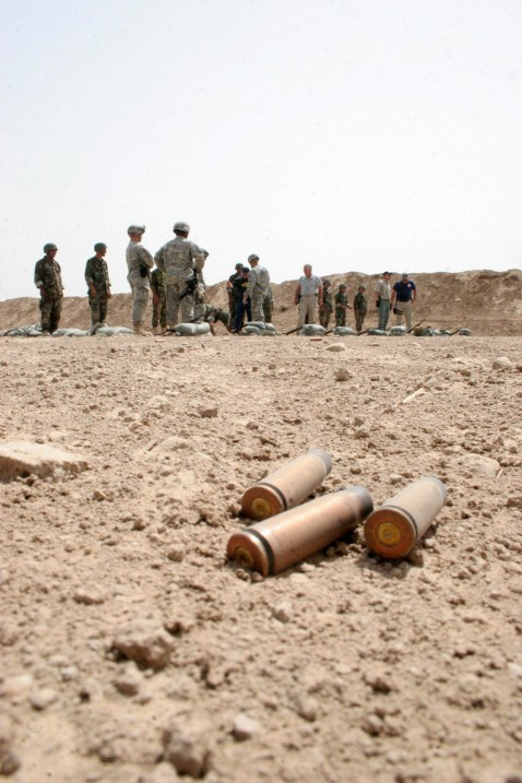 Hilla, IRAQ: US soldiers train Iraqi police cadets at a firing range in a military base in the Iraqi town of Hilla, central Iraq, 09 July 2007.