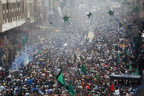Iraqi Shiite worshippers fill the street on their way to pay homage at the shrine of the revered Imam Musa Kadhim in the Kadhimiyah district of Baghdad, 09 August 2007.