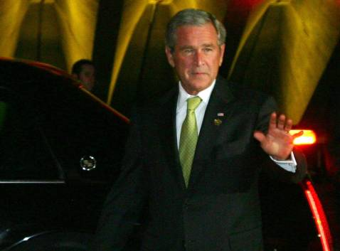President Bush arriving at the Sydney Opera House tonight for a cultural event during the APEC summit.