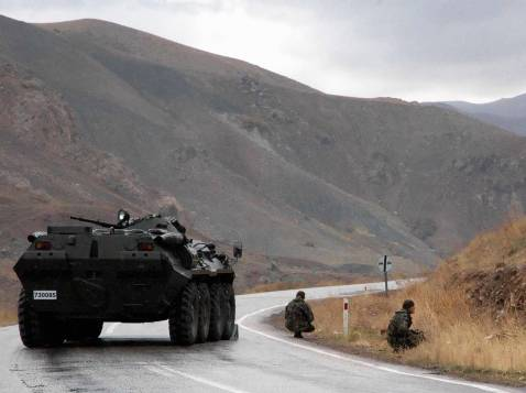 Turkish soldiers block a road during the defusing of a bomb near the town of Yuksekova, 31 October 2007, in the province of Van, near the Turkish-Iraqi border, eastern Turkey.