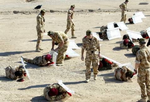 British soldiers take part in a joint training operation with Iraqi army soldiers at al-Shuaiba military base in the southern city of Basra, 27 November 2007.