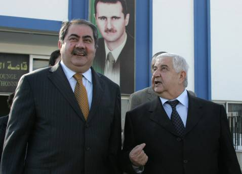 Syrian Foreign Minister Walid Muallem (R) speaks with his Iraqi counterpart Hoshyar Zebari following a joint press conference at the airport in Damascus, 12 December 2007.