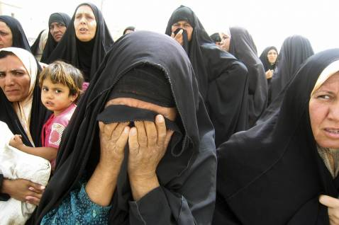 An Iraqi woman (C) weeps while waiting for a relative to be released from a prison in Baquba, on July 9, 2008.
