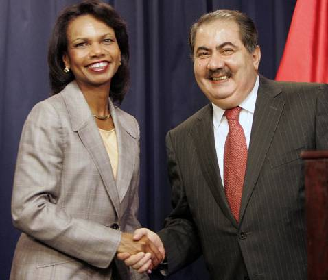 US Secretary of State Condoleezza Rice and Iraqi Foreign Minister Hoshyar Zebaris shakes hands at the end of their joint press conference in the heavily fortified Green Zone in Baghdad on August 21, 2008.